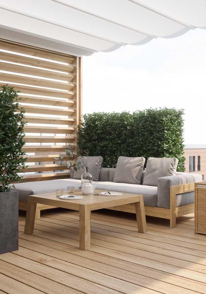 Deck de madeira clara para a varanda elegante