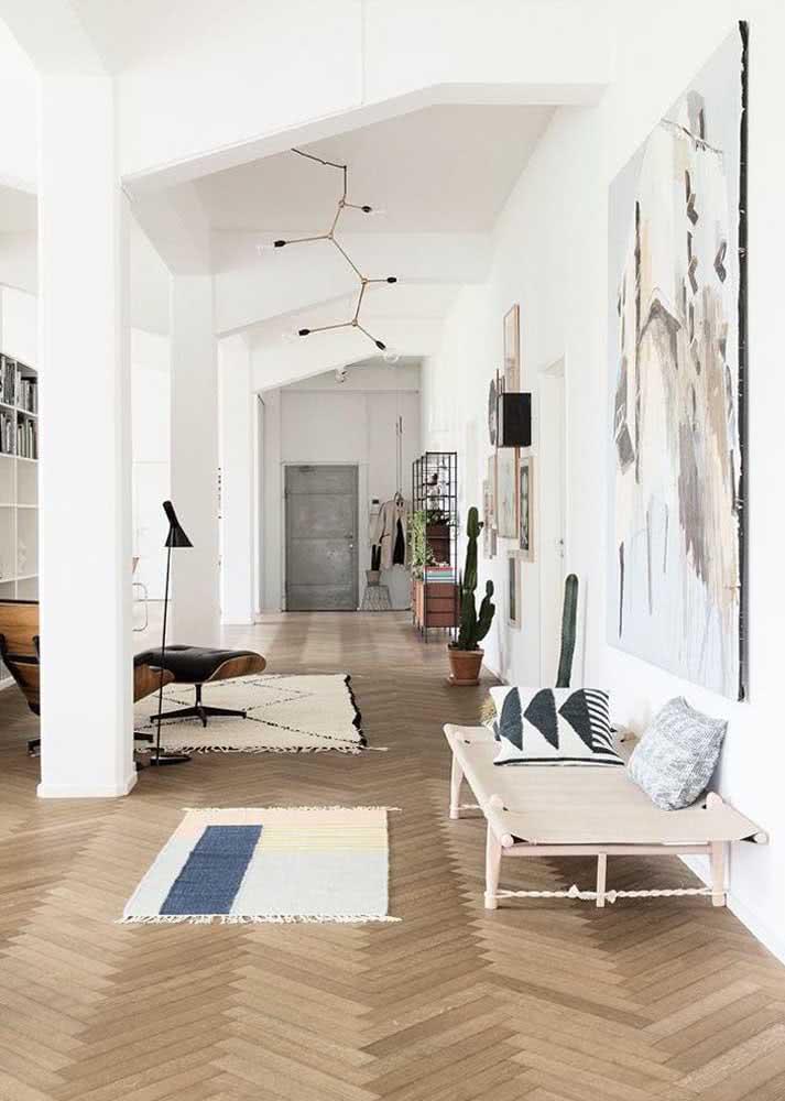 Casas modernas também podem ter piso de madeira parquet