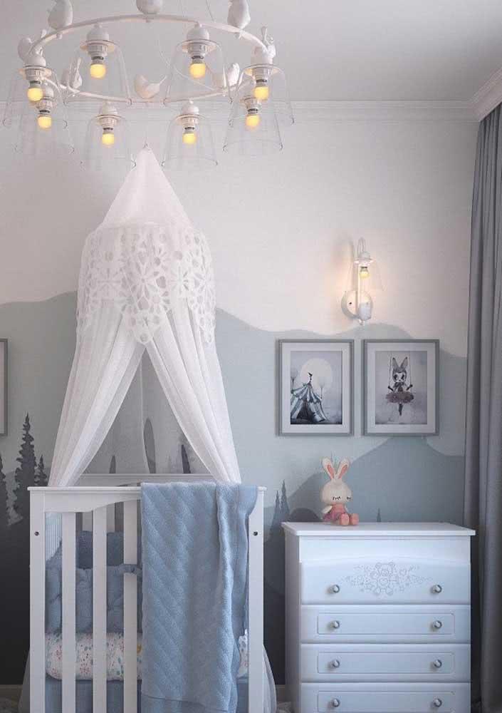 Lustre para quarto de bebê unissex com formato clássico, mas ainda assim com toque lúdico