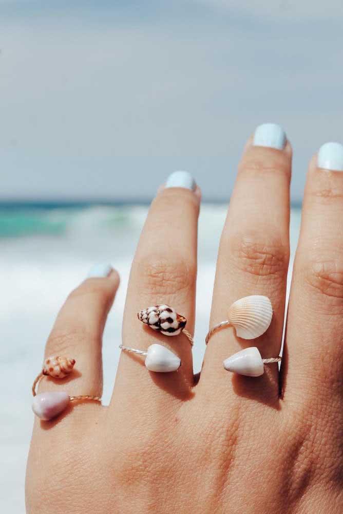 Que lindo o anel feito com conchas do mar. Super delicado e feminino