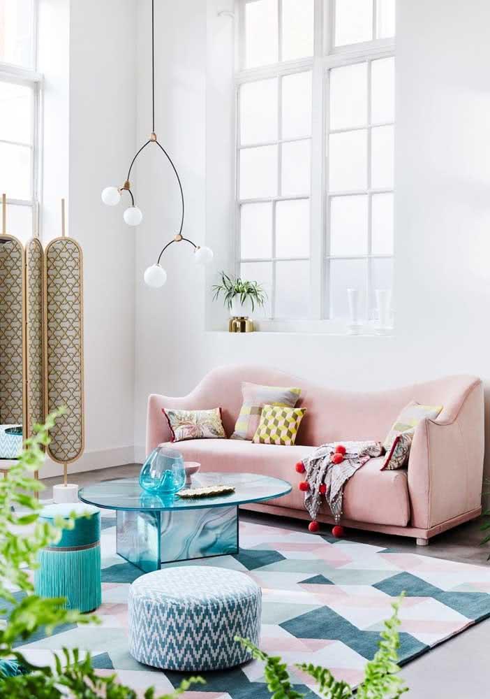 Já se a intenção é criar uma sala elegante aposte no sofá rosa quartzo
