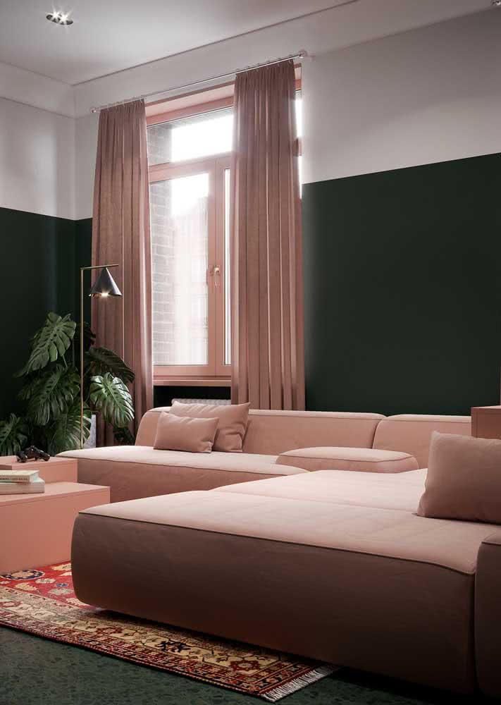Sofá, cortinas, tapete e mesa em uma única cor: o rosa!