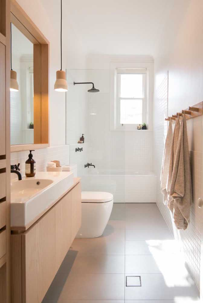 Janela guilhotina para o banheiro, afinal, esse espaço da casa também merece receber luz natural