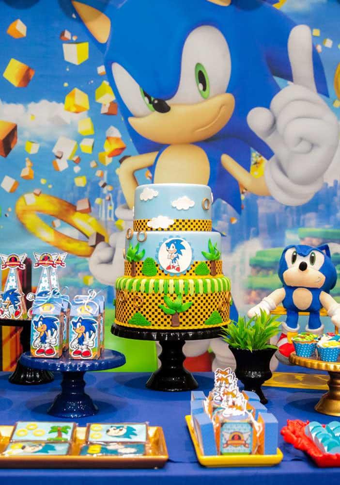 O bolo de três andares simula uma das fases mais conhecidas do jogo Sonic