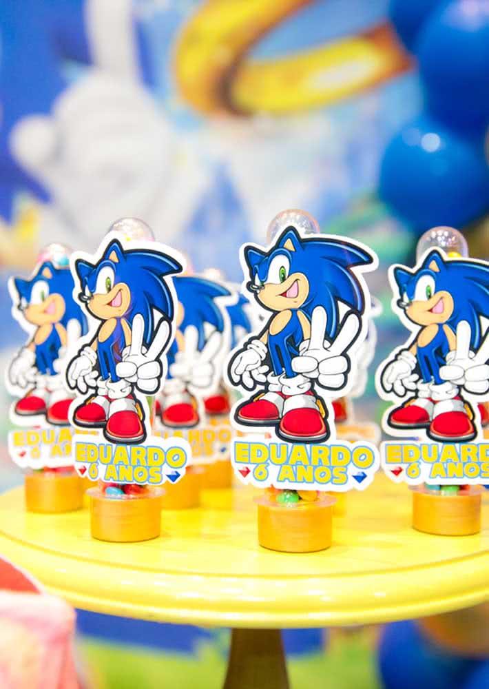 Lembrancinha da Festa Sonic: tubetes personalizados recheados de balinhas coloridas