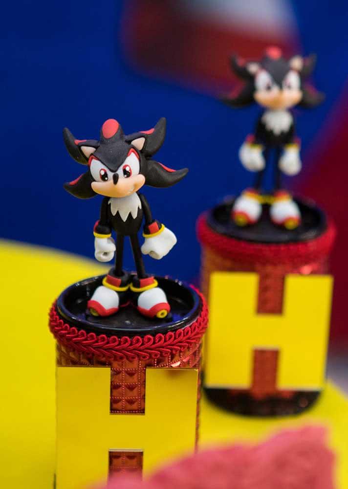 Além do Sonic, os demais personagens do jogo também aparecem na decoração da festa