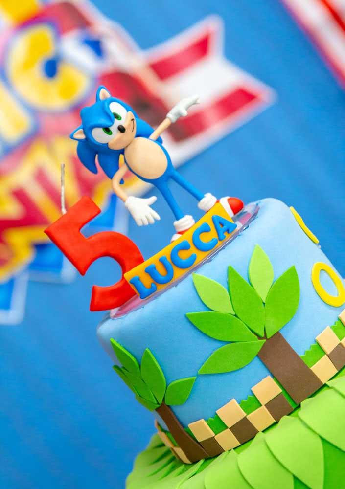 Bolo Sonic para festinha de cinco anos