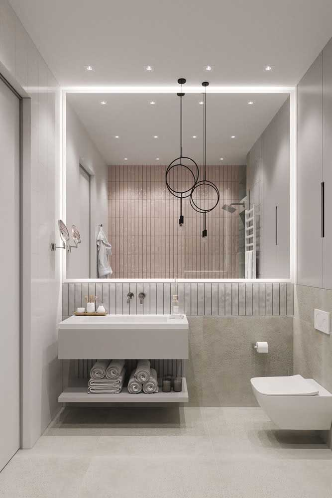 Banheiro clean com bancada de porcelanato branco