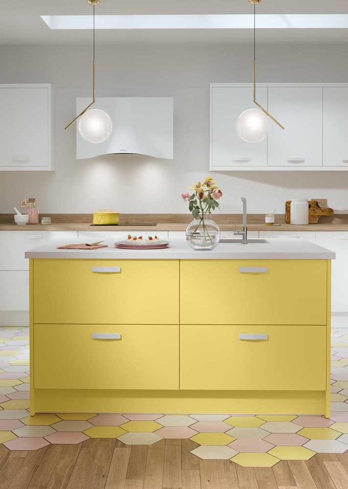 Conceitual, essa cozinha amarela é um arraso!