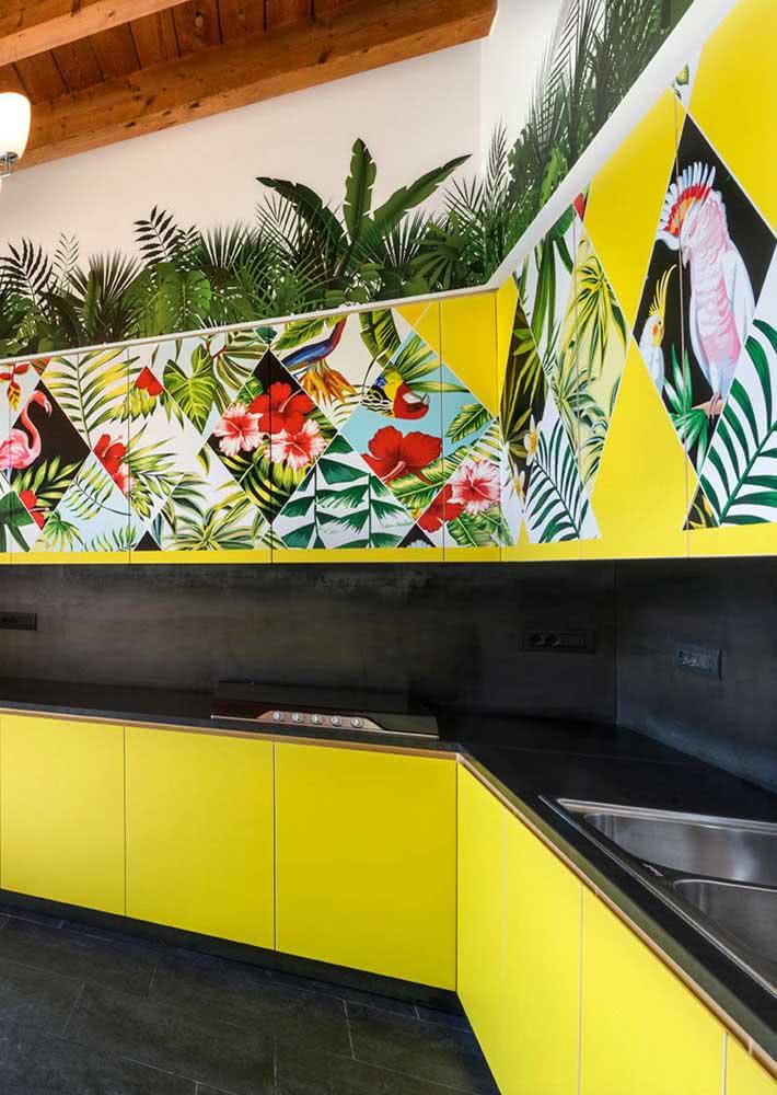Cozinha amarela moderna e tropical