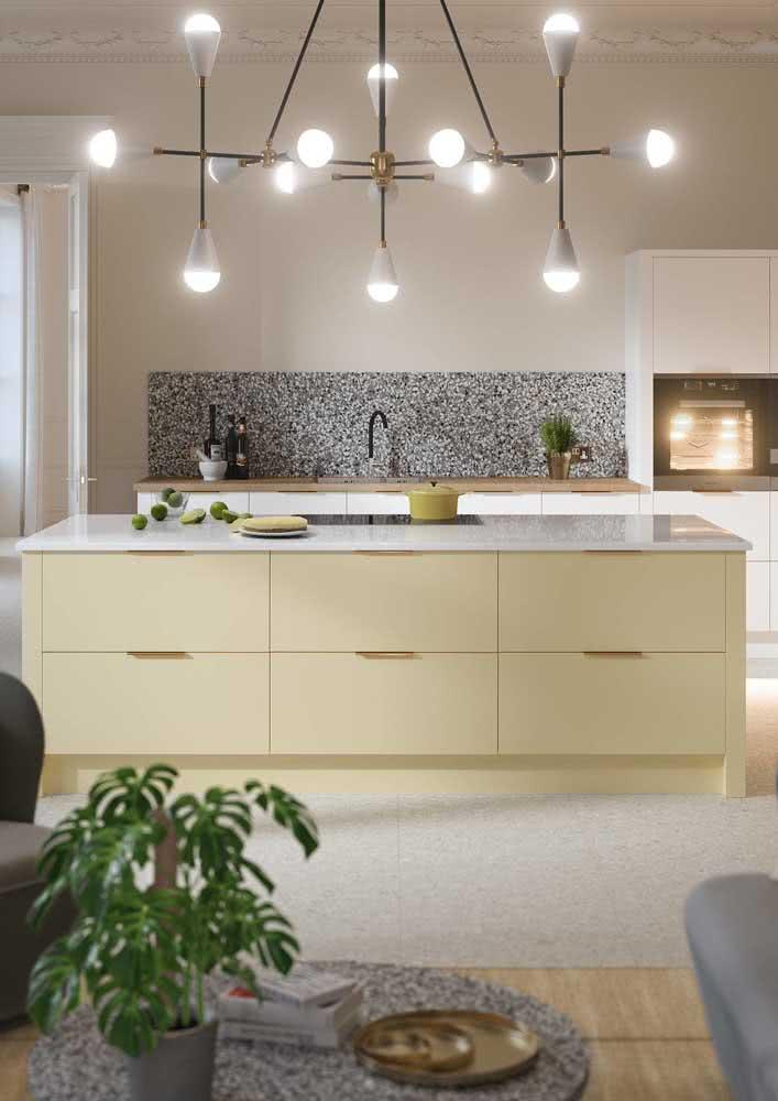 Aposte em um amarelo bem clarinho para uma cozinha chique e elegante