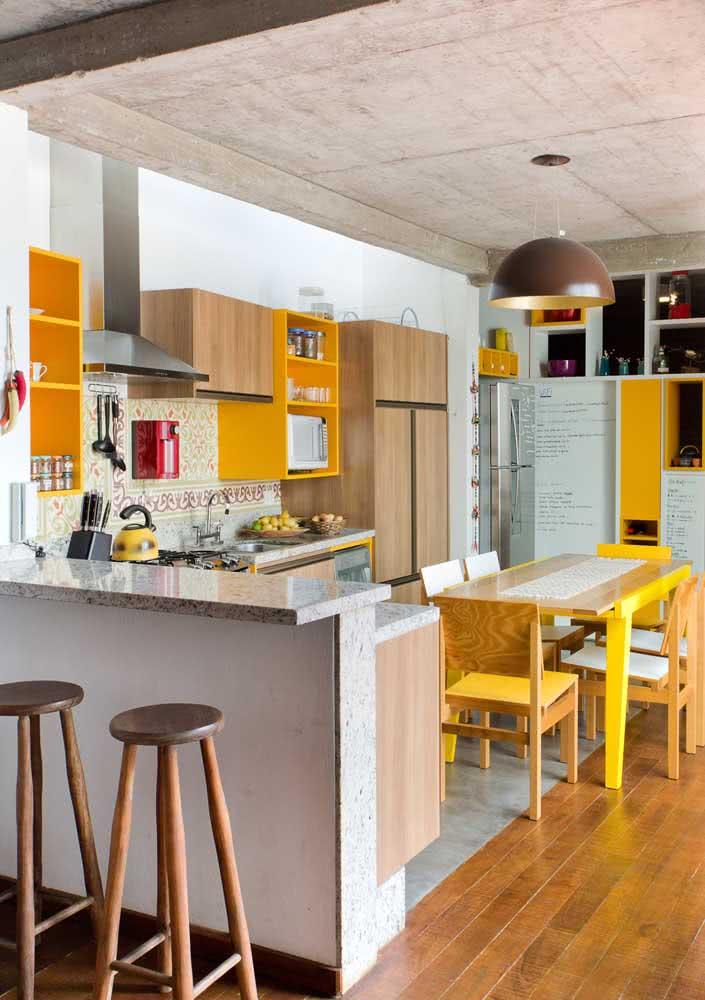 Pincele sua cozinha de amarelo!