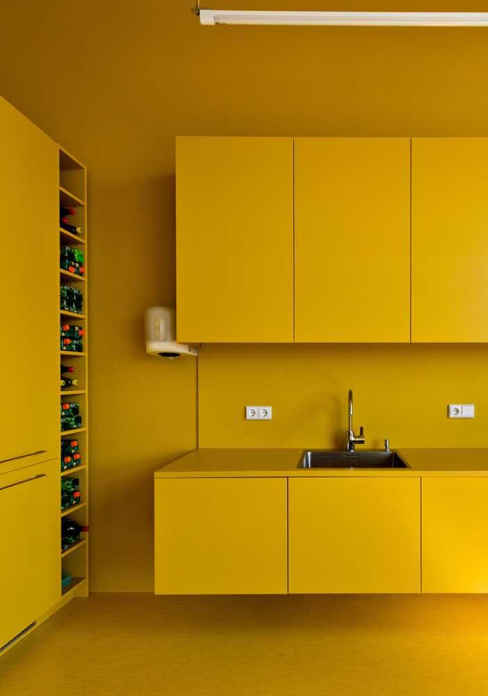 Uma cozinha amarela, completamente amarela!