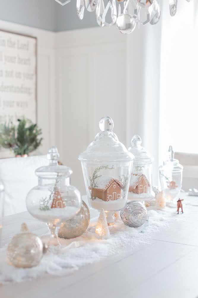 Decoração natalina em branco e dourado