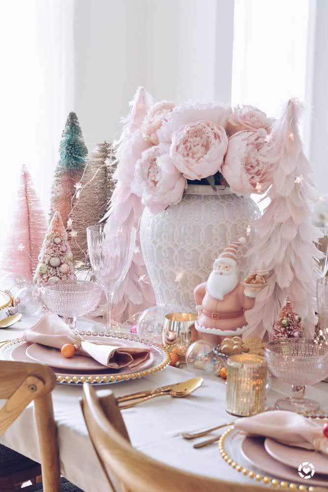 Mesa posta de natal em tom rosé para sair do comum
