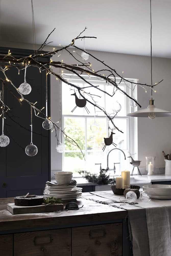 Galho seco decorado para o natal: simples e bonito!