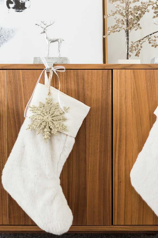 Meia branca e dourada para o natal
