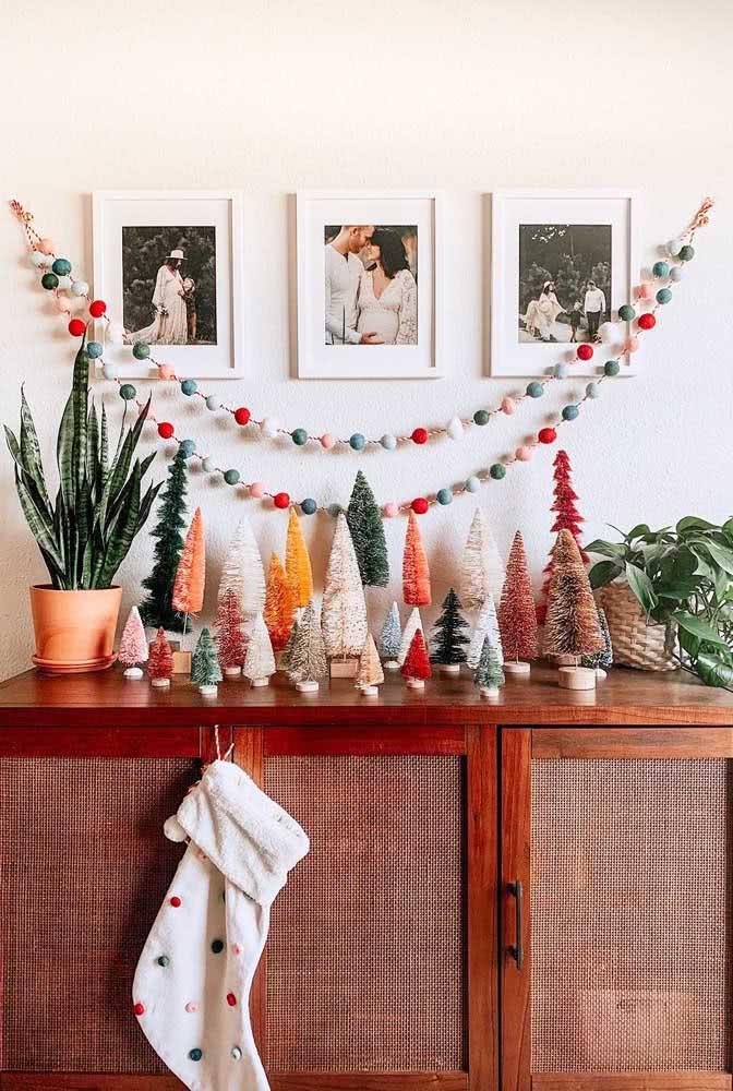 Mini árvores de natal coloridas