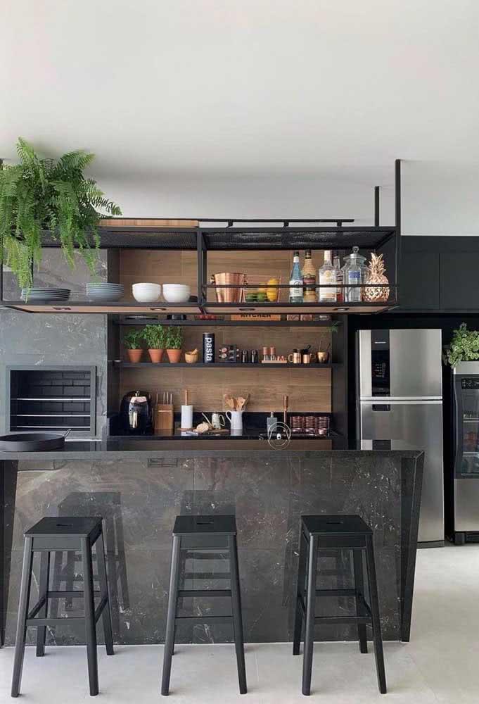 Olha que linda inspiração de área gourmet preta: moderna e sem exageros