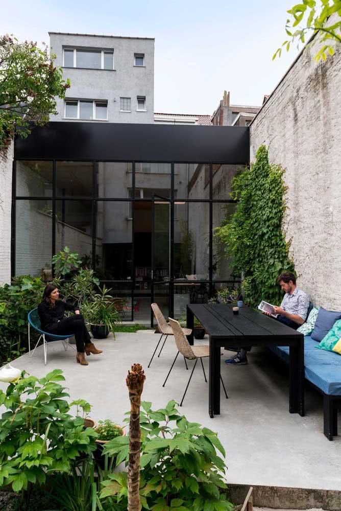 Área gourmet pequena ao ar livre em estilo rústico moderno