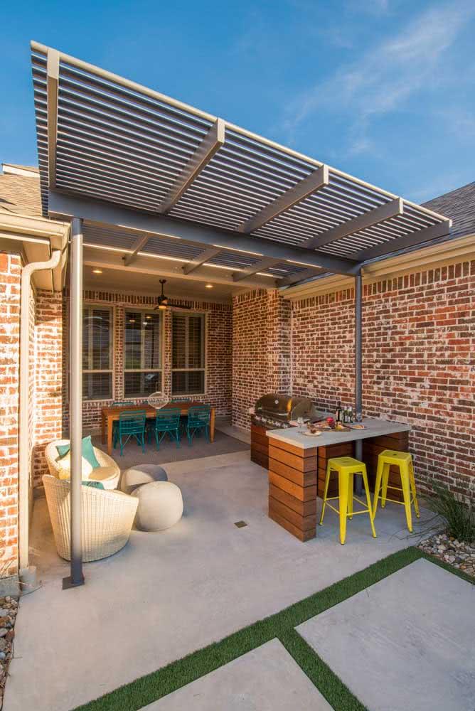 Área gourmet externa com acabamento rústico de tijolinhos