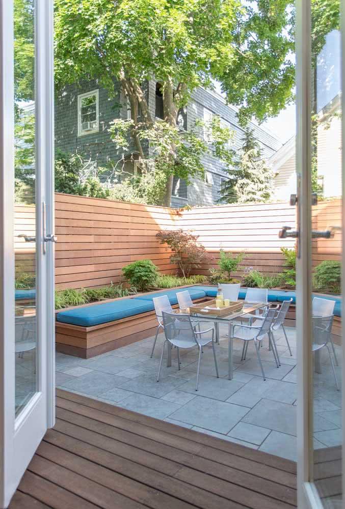 Os móveis da área gourmet externa precisam ser resistentes a ação do tempo