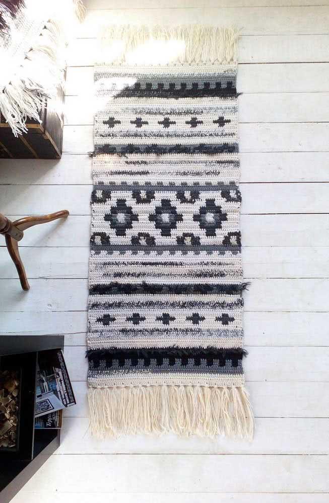 As franjas trazem um charme a mais para o tapete de crochê
