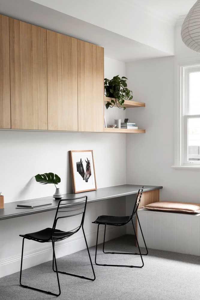 Cadeira para home office preta com design clean