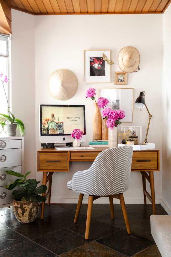 Poltrona para home office confortável e bem feminina