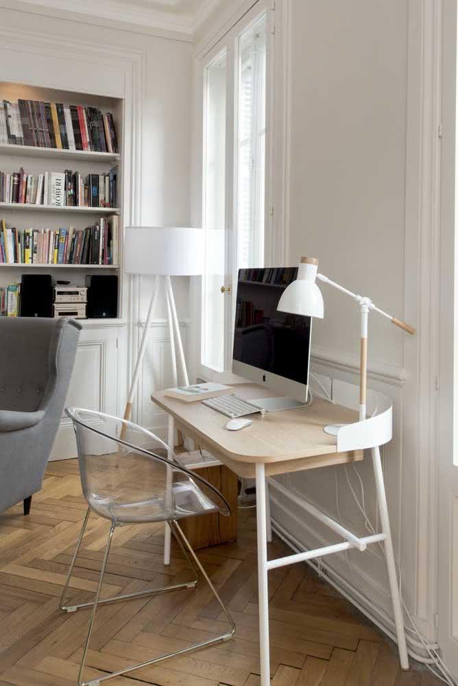 Que tal uma cadeira home office transparente?