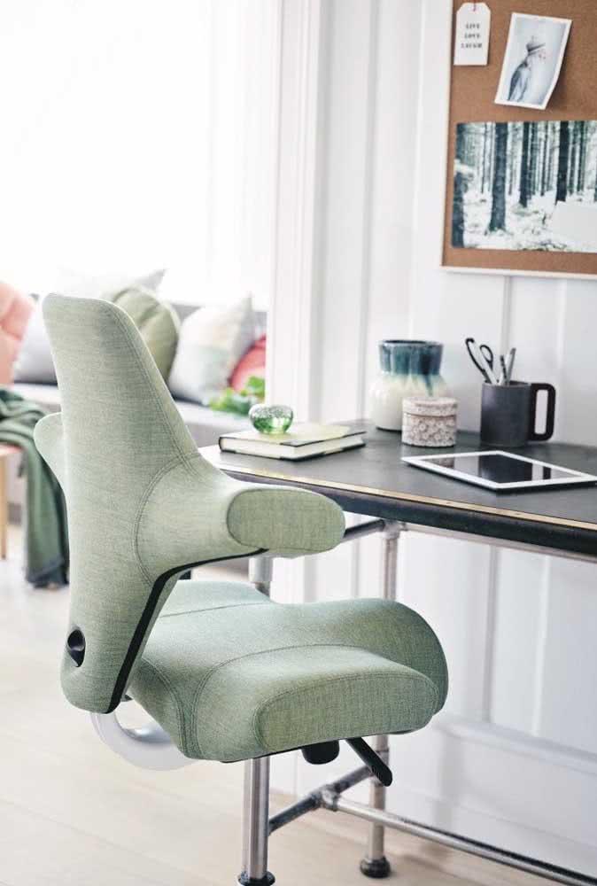 Cadeira para home office com apoio diferenciado para coluna