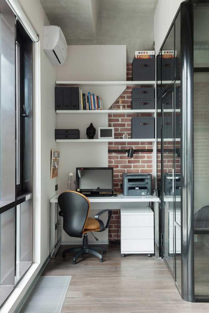 Home office pequeno, cadeira pequena