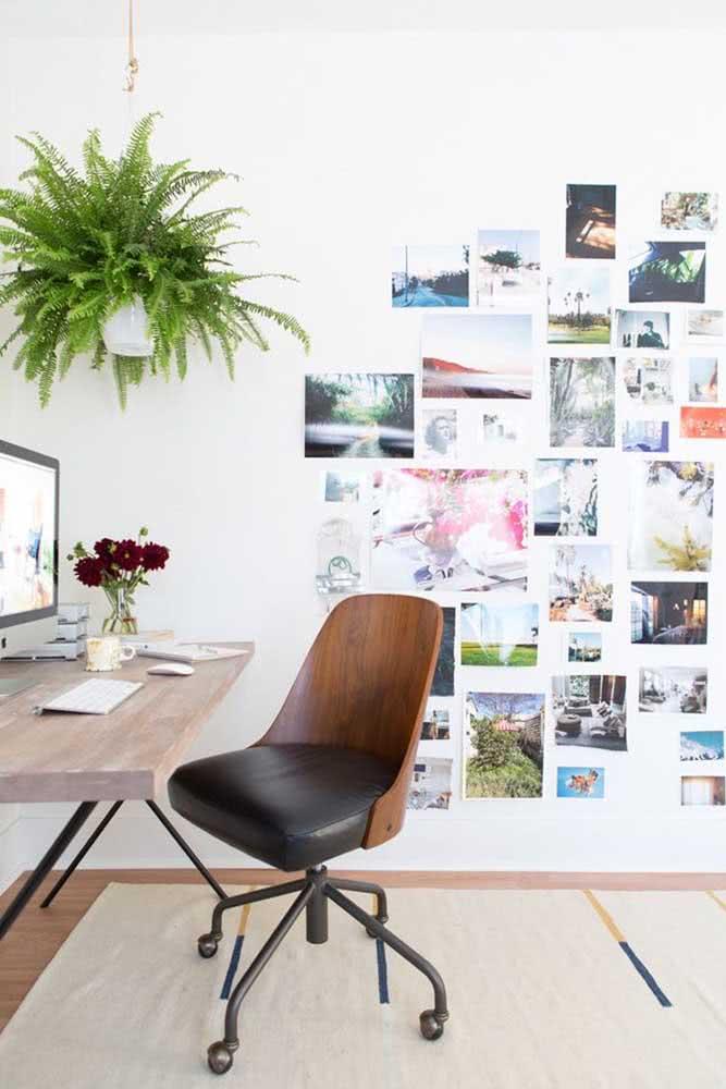 Cadeira para home office com rodinhas e encosto de madeira