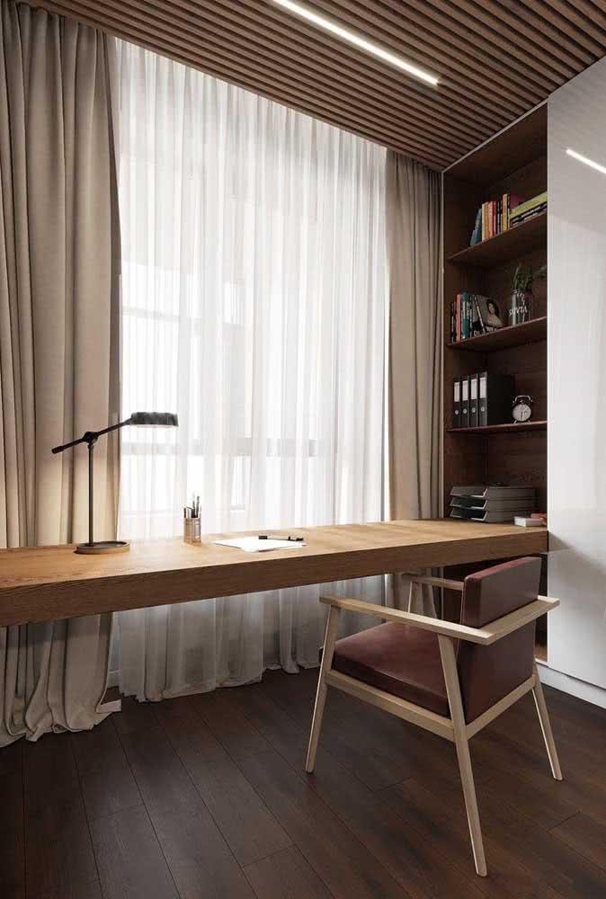 Mesa de madeira, cadeira de madeira
