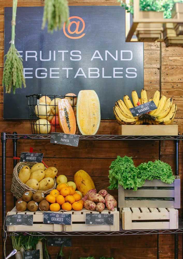 Frutas e vegetais frescos enchem a festa de cores