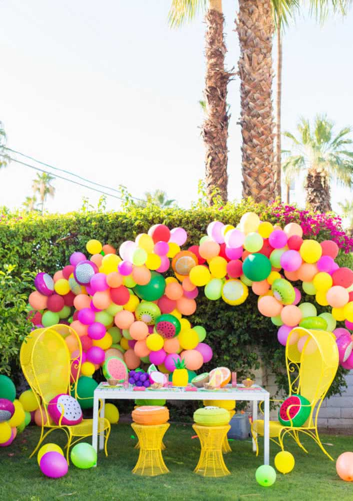 Tema de festa infantil Tutti Frutti tem que ser colorida