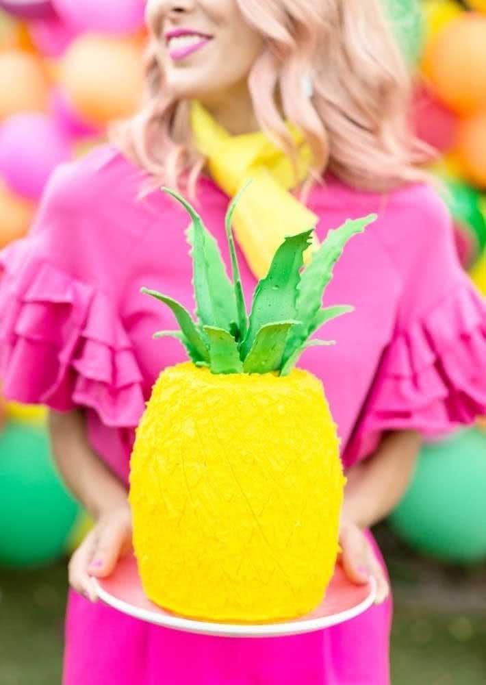 Abacaxi! Outro elemento tendência nas festas e que combina com o tema Tutti Frutti
