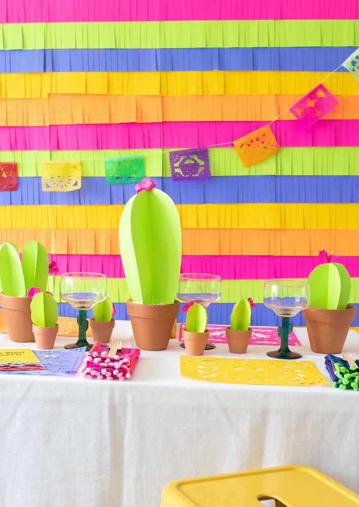 E o que acha de fazer cactos de papel para a decoração?