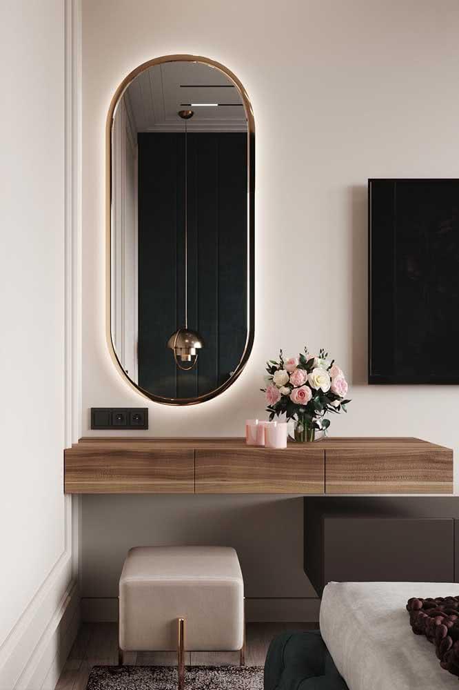 Espelho camarim oval com moldura dourada