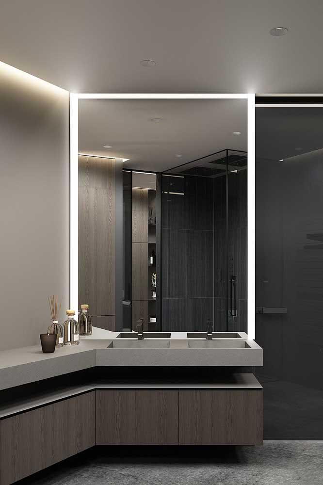 Espelho camarim no banheiro para ser usado pelo casal