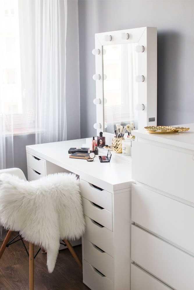 Espelho camarim simples e funcional para o dia a dia