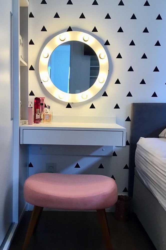 Espelho camarim com penteadeira suspensa: solução simples, barata e que funciona super bem