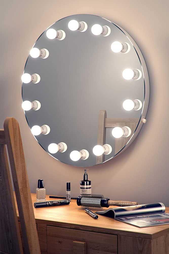 Use sempre lâmpadas brancas para o espelho camarim