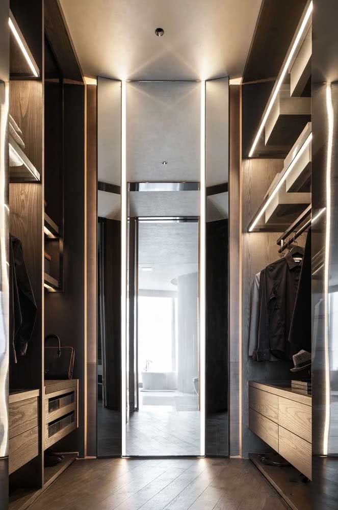 O closet é outro ótimo lugar para instalar o espelho camarim