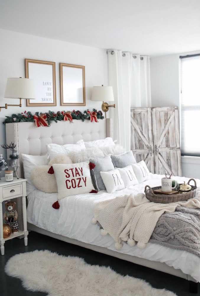 A cabeceira da cama também fica mais bonita e natalina com ele!