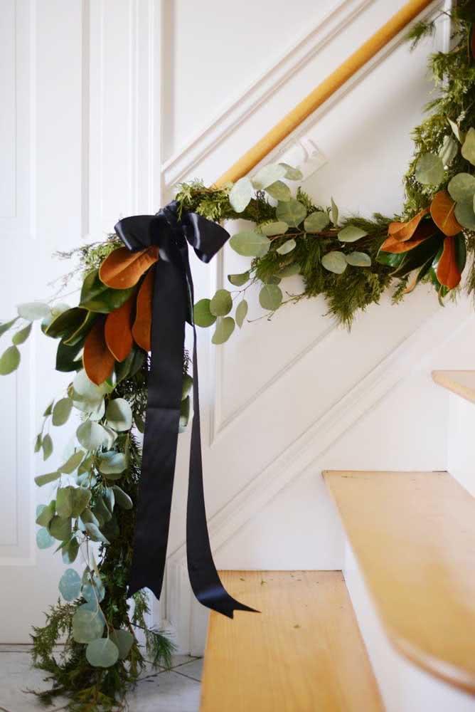 Festão natural para o corrimão da escada