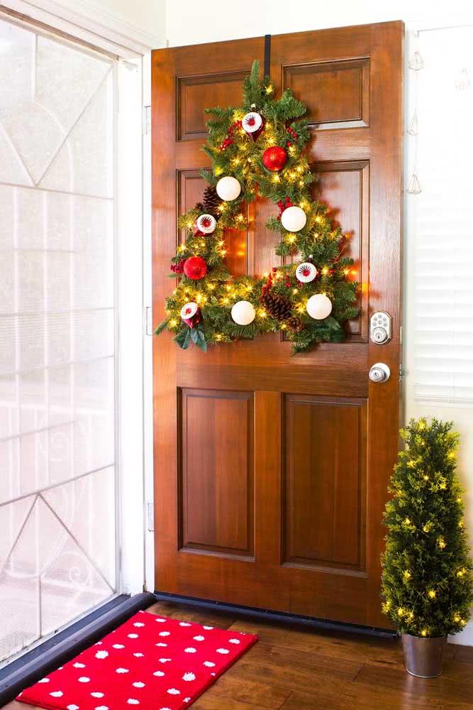 Que tal uma mini árvore de natal feita com festão?