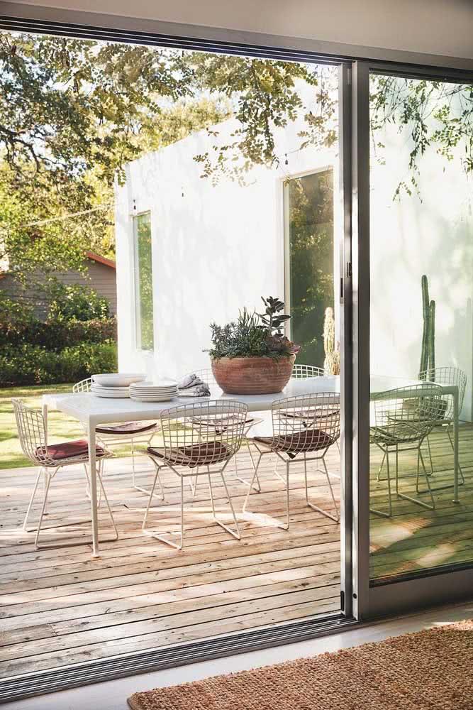 Cadeira Bertoia para a varanda gourmet moderna