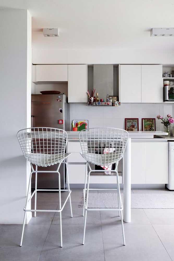 Cadeira Bertoia alta para ser usada no balcão da cozinha