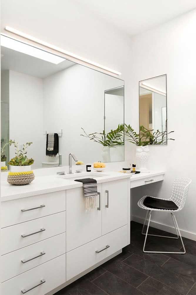 Já pensou em levar uma Bertoia para o banheiro?